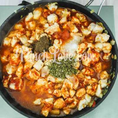 Макароны с курицей в томатном соусе - шаг 4-1