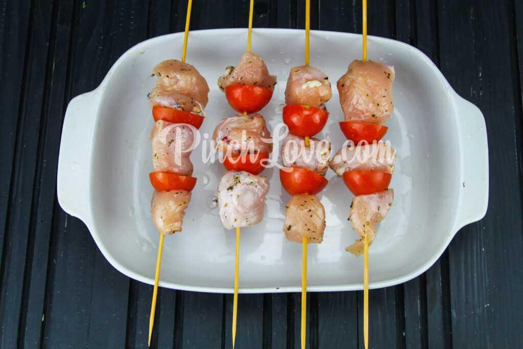Шашлычки из куриного филе и черри в духовке - шаг 4