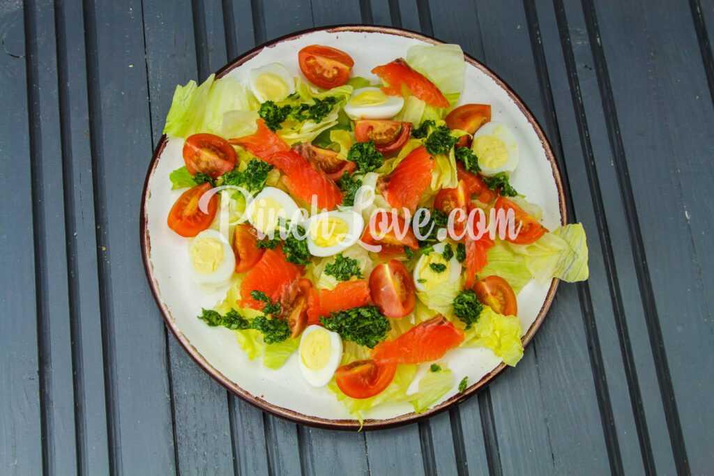 Салат из семги с перепелиными яйцами - шаг 5-1