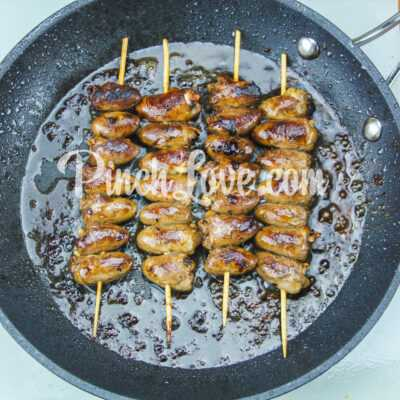 Шашлык из куриных сердечек на сковороде - шаг 5-2