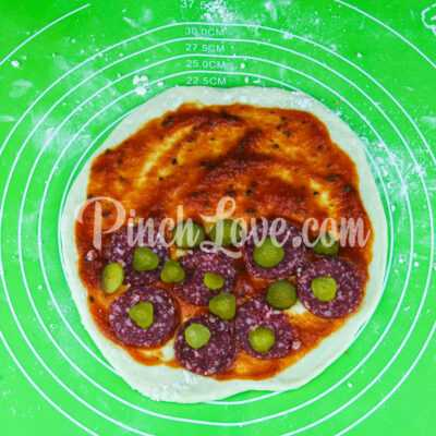Кальцоне с колбасой и сыром - шаг 7-1