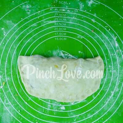 Кальцоне с колбасой и сыром - шаг 8-1