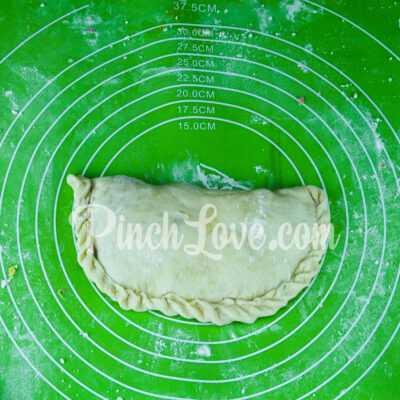 Кальцоне с колбасой и сыром - шаг 8-2