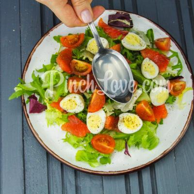 Салат с перепелиными яйцами и красной рыбой - шаг 6-1