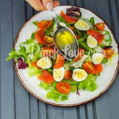Салат с перепелиными яйцами и красной рыбой - шаг 6-2