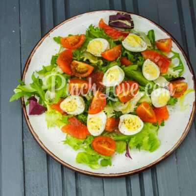 Салат с перепелиными яйцами и красной рыбой - шаг 6-3