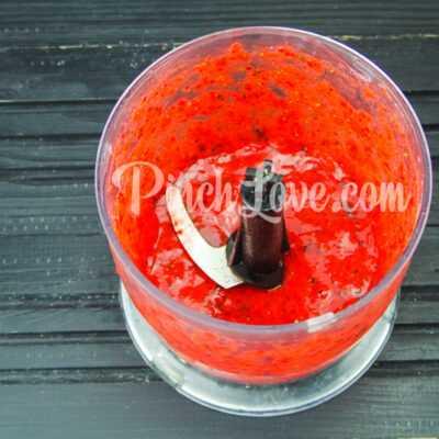 Мороженое из сметаны и клубники - шаг 1-2