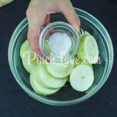 Жареные кабачки с орегано - шаг 1-2