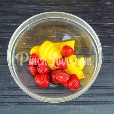 Фруктовый лед из клубники и персика - шаг 2-1