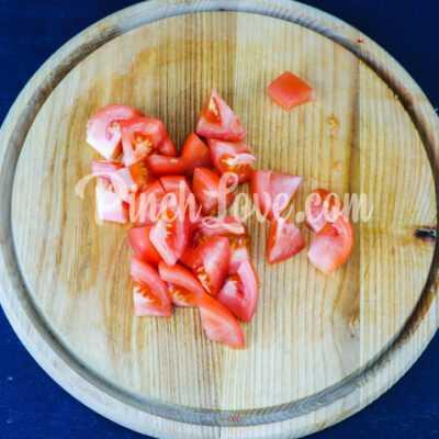 Салат из арбуза, помидора и базилика - шаг 2-1