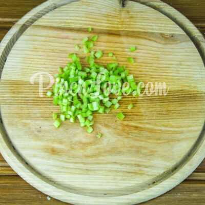 Салат с ревенем, цветной капустой и яйцом - шаг 2-1