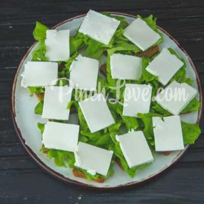 Канапе с клубникой и сыром фета - шаг 2-2