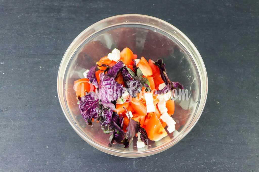 Салат из арбуза, помидора и базилика - шаг 3