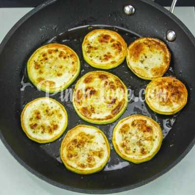 Жареные кабачки с орегано - шаг 3-2