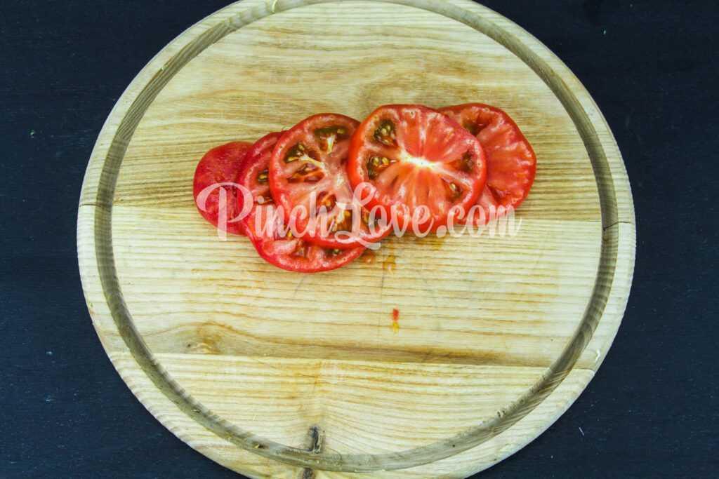 Жареные кабачки с помидором и майонезом - шаг 5