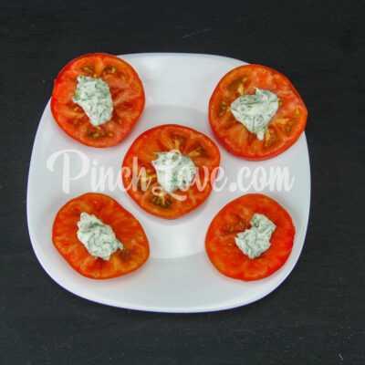 Жареные кабачки с помидором и майонезом - шаг 7-1