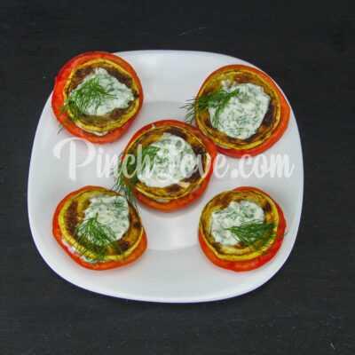 Жареные кабачки с помидором и майонезом - шаг 7-2