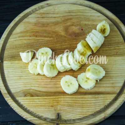 Канапе из банана и клубники в белом шоколаде - шаг 1-1