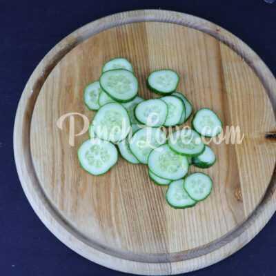 Салат из арбуза, огурца и сыра фета - шаг 2-2