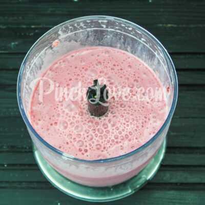 Классический клубничный смузи на молоке - шаг 2-2