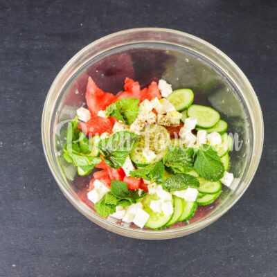Салат из арбуза, огурца и сыра фета - шаг 4-1