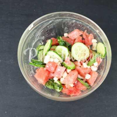Салат из арбуза, огурца и сыра фета - шаг 4-2