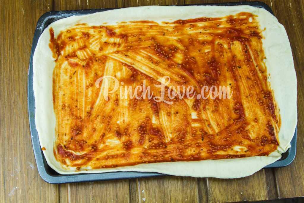 Домашняя пицца с курицей и сыром чечил (косичка) - шаг 7