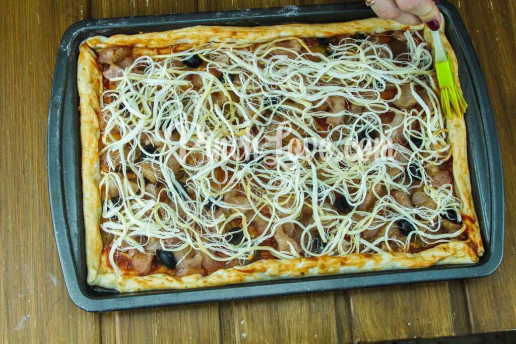 Домашняя пицца с курицей и сыром чечил (косичка) - шаг 9